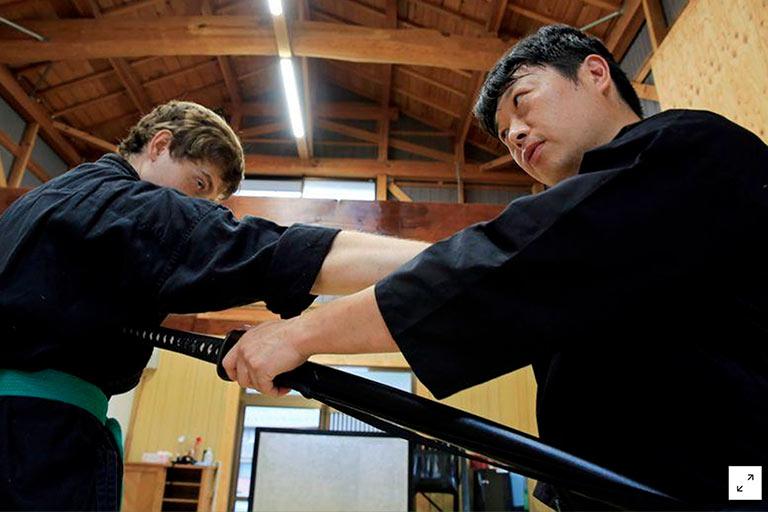 Primeiro graduado em artes ninjas diz que elas são chave para sobrevivência