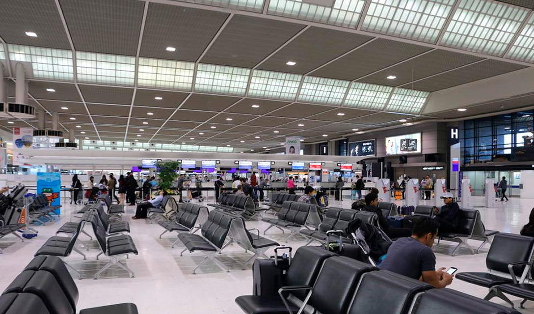 Suga suspende totalmente entrada de estrangeiros até fim de estado de emergência