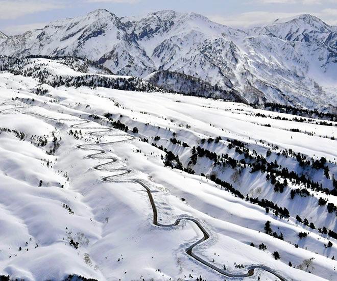Famosa rota alpina tomando forma para inauguração em abril