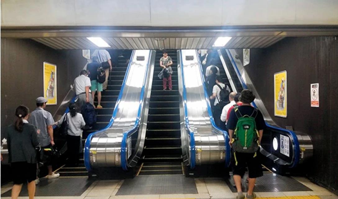 Saitama é a primeira no Japão a aplicar a etiqueta de proibição de andar em escadas rolantes