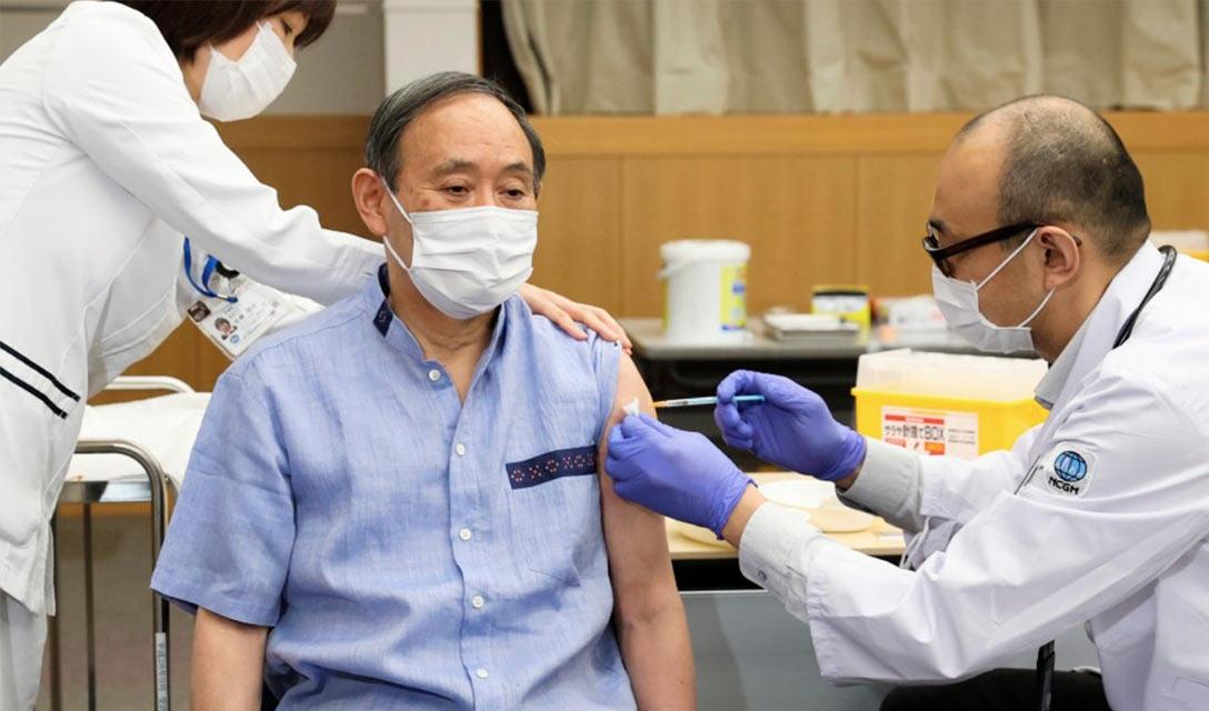 Suga recebeu a  1ª injeção da vacina COVID-19 nessa terça-feira