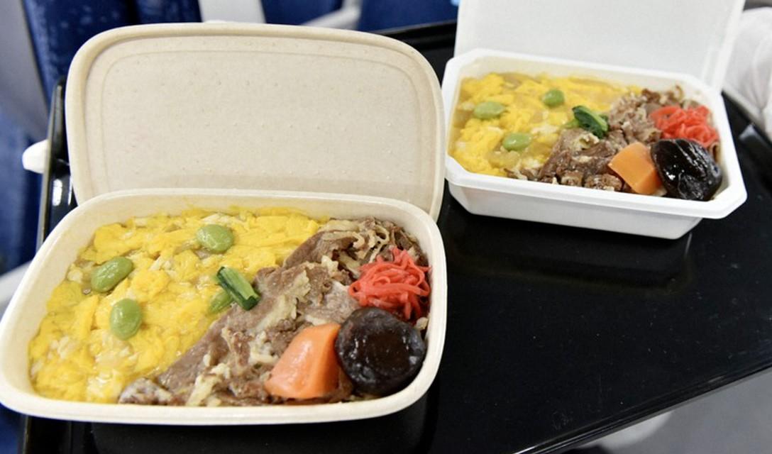 ANA usará bandejas de refeição sem plástico em voos internacionais a partir de agosto