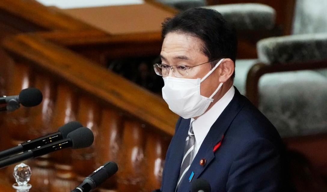 Kishida promete crescimento econômico e redistribuição no primeiro discurso político